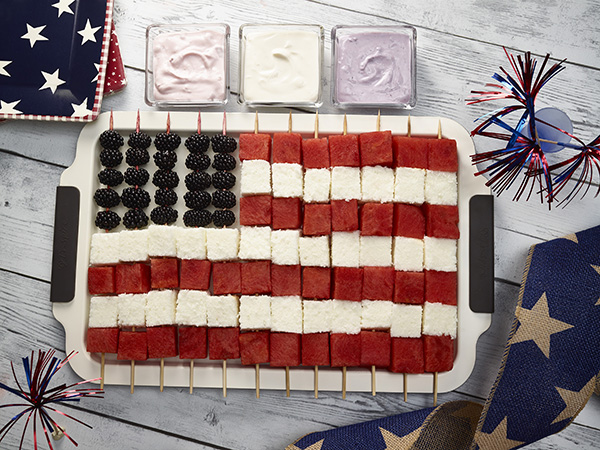 Yummy american flag cake is perfect for the 4th of July party.