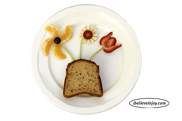 Make this healthy flower afterschool snack with your kids.